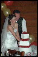 Leah & Richard cutting the cake